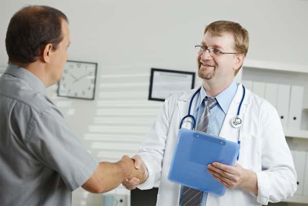 Visita de trabajador al médico