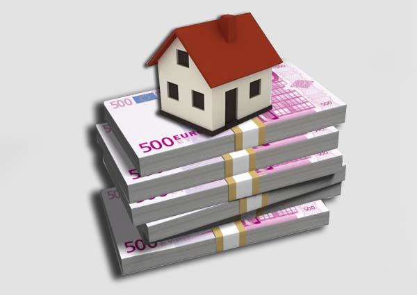 Icono de vivienda y billetes de 500 euros